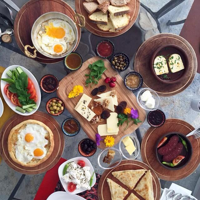 Kahvaltinin-tanimini-bastan-yazan-Pitahaya-Home-Boutique-Hotelin-esi-benzeri-olmayan-damak-catlatan-
